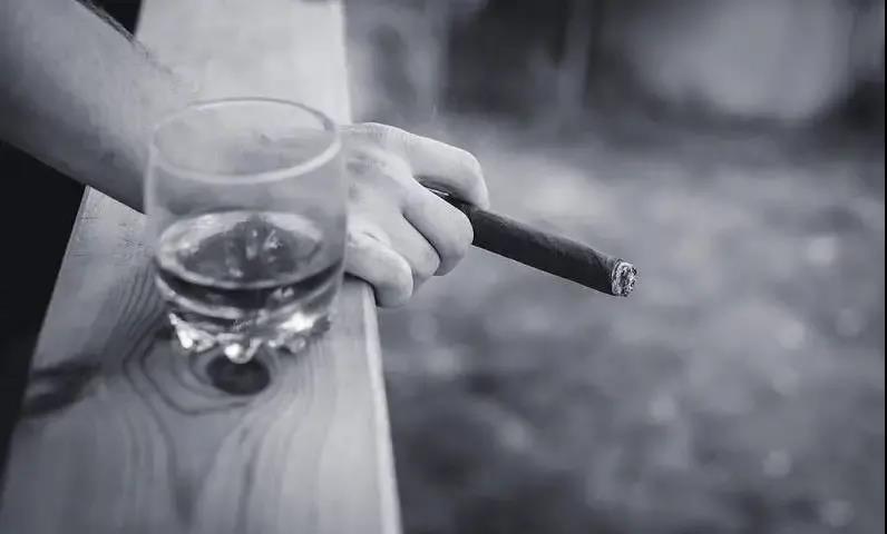 """""""烟""""花三月,雪茄有话说~"""